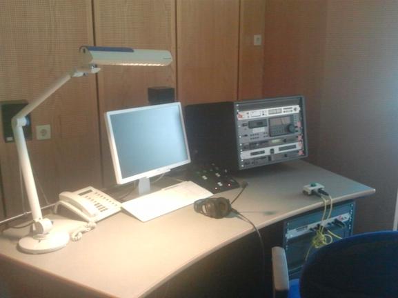 So sieht übrigens das Studio für so eine Schalte aus.