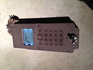Das Telefon im Paulyphone Gehäuse.