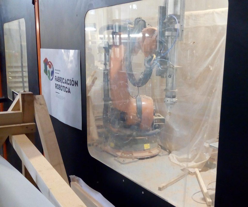Kabine mit Roboterarm