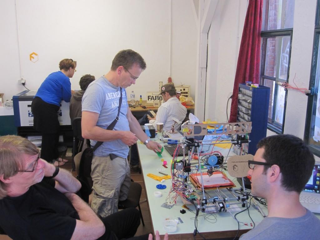 Lokale Produktion für alle! Im Fab Lab während des Recht auf Stadt Kongresses.
