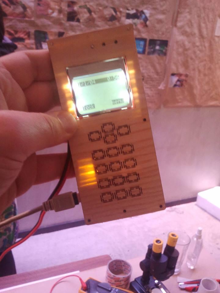 zweites DIY Cellphone built at la FABRICA en beta